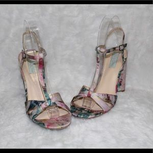 😍NEW LISTING😍 Betsey Johnson floral heels